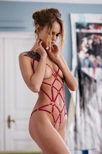 Anastasiya-Scheglova-%E2%80%93-Couture-de-Nuit-2019-Naked-Photoshoot-l7b386e7yy.jpg