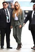 http://img18115.imagevenue.com/loc814/th_219725423_Jennifer_Lopez__Arrives_at_Jimmy_Kimmel_Live__11_122_814lo.jpg